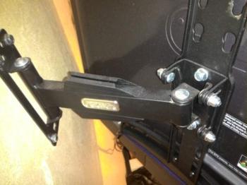 Кронштейн для телевизора Hama Fullmotion H-118630 черный 32-56 макс.25кг настенный поворот и накло